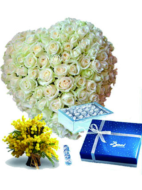 Cuore di rose bianche e baci perugina