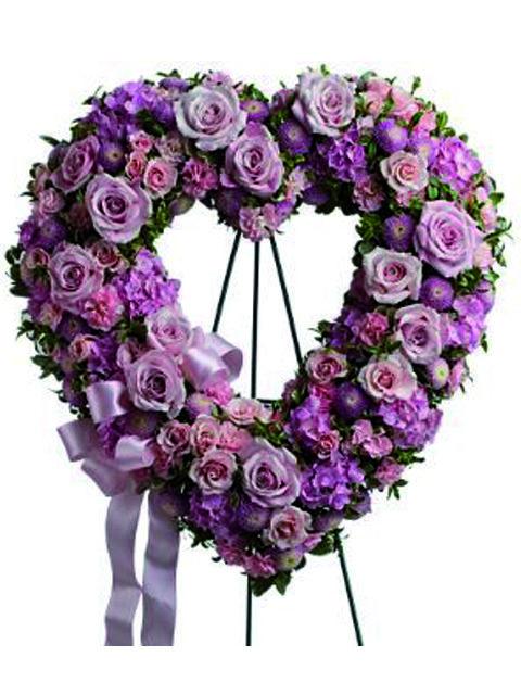 Corona-cuore-di-fiori-rosa