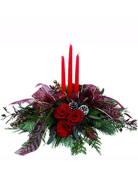 Centrotavola con rose rosse e candele rosse