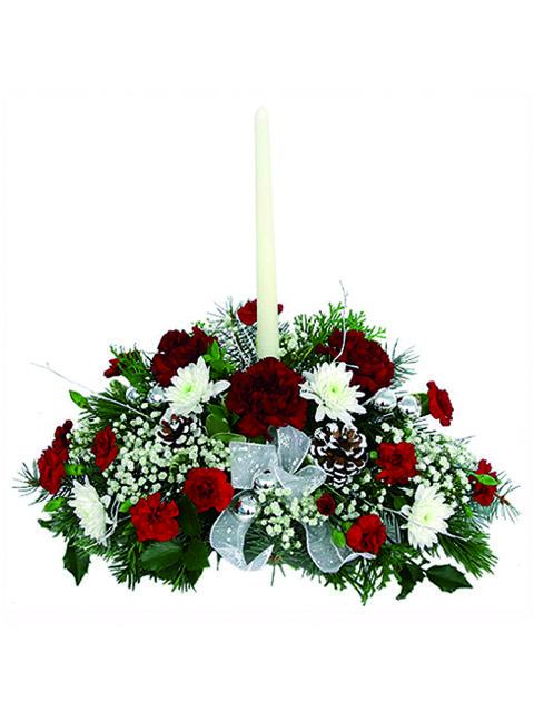 Centrotavola natalizio con rose fiori e candela